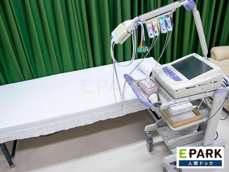 心電図検査では、不整脈や虚血性心疾患(狭心症・心筋梗塞)などの診断に役立ちます。