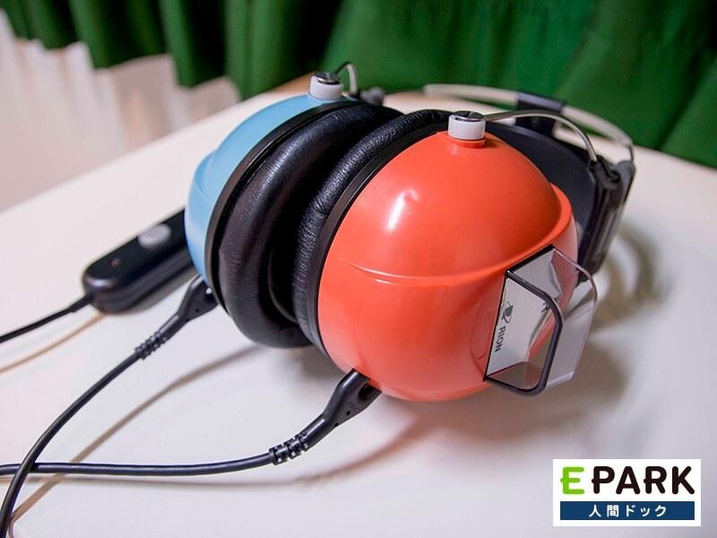 聴力検査で使用する装置です。