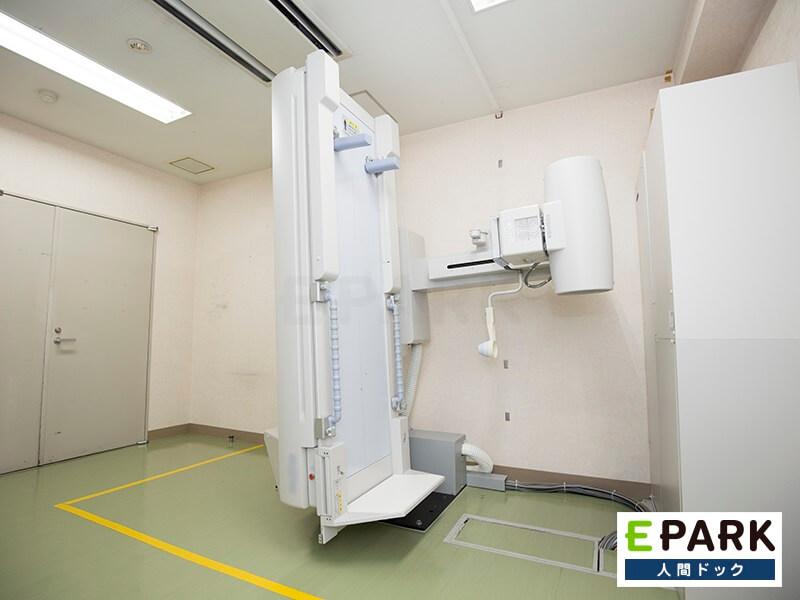 こちらの機器で胃部X線検査を行います。