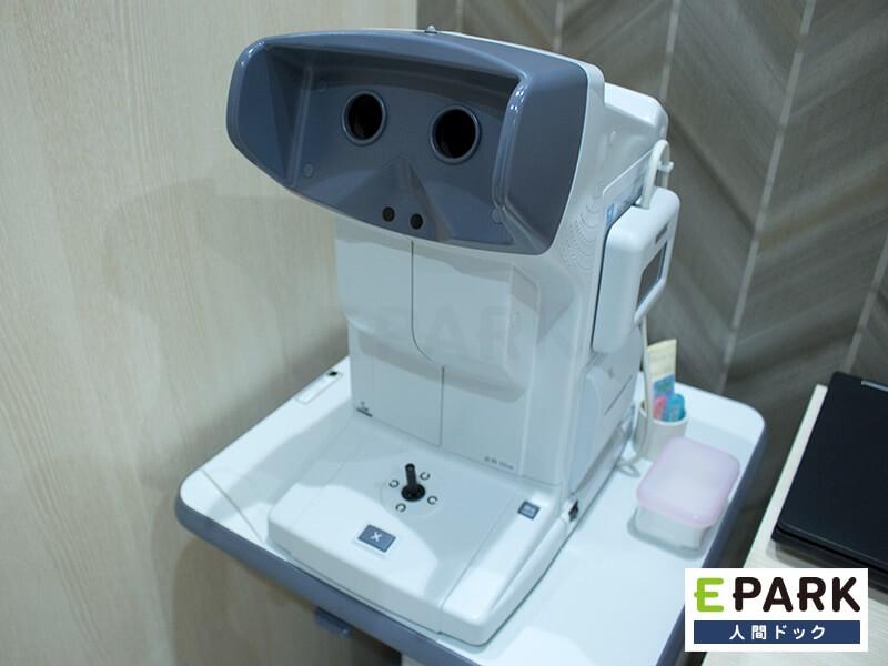 視力検査機です。