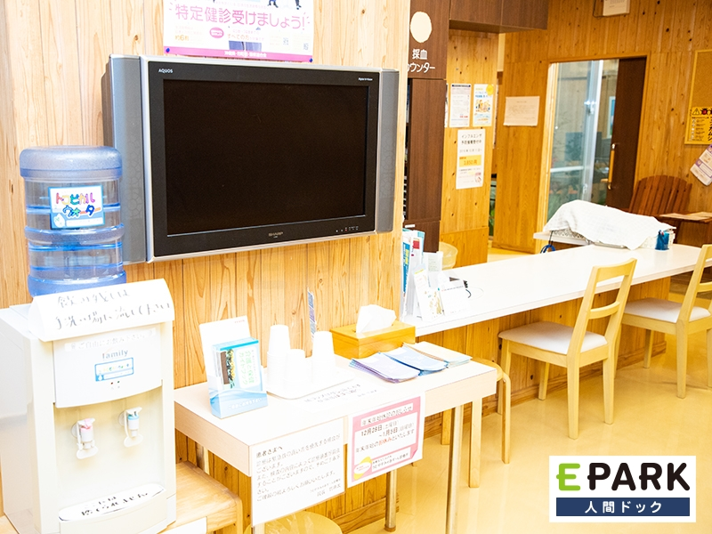 採血場の近くにには、テレビモニターやウォーターサーバーを設置しています。
