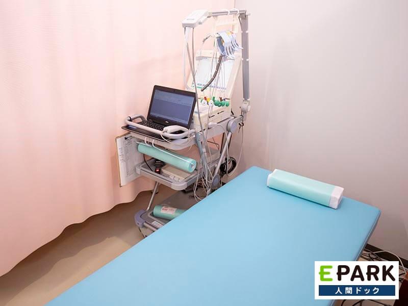 心電図検査機器です。