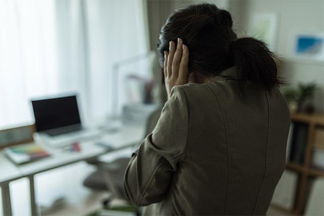 ストレスフルな生活をする女性