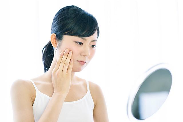 便秘が続くと肌あれ・吹出物など、体と心にさまざまな症状が現れることも。