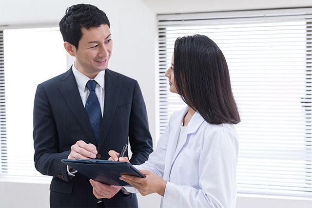 サーベイヤーは安全で正確な検査を行っているのか、快適な環境で受診できるかを、受診者視点で厳しく審査
