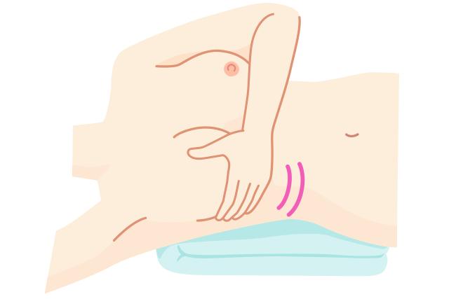 乳がんのセルフチェック2: 仰向けに寝て乳房を触る