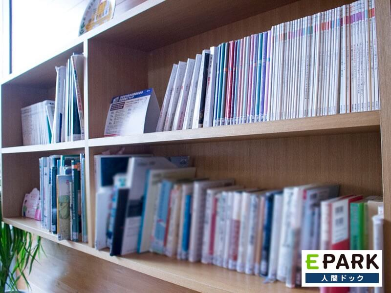 本や雑誌等多く取り揃えております。
