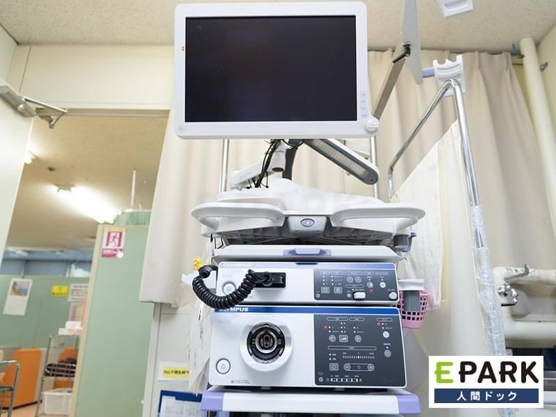 胃カメラは経鼻用の細い内視鏡を口から通して行う。オプション検査も多数用意