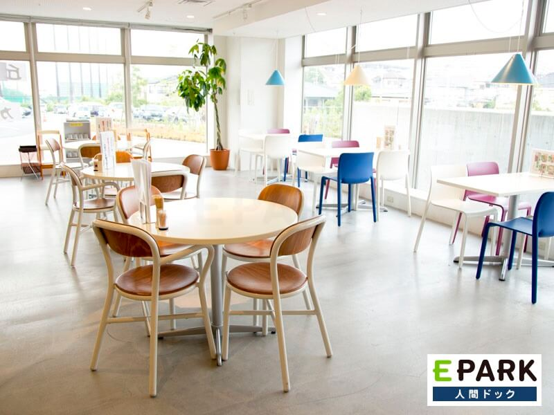 吹田徳洲会病院を受診する方が利用しやすいよう配慮したカフェ